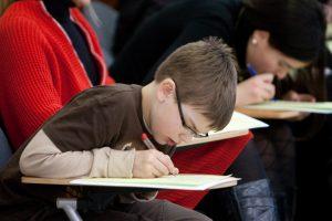 Alytus kurs centrą, kur grįžusių emigrantų vaikai mokytųsi lietuviškai