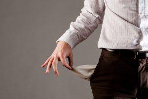 Patarimai, kaip išvengti finansinių pagirių po atostogų