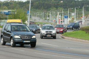 Senų vairuotojo pažymėjimų pasikeisti neskuba