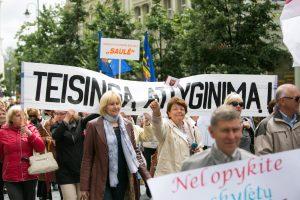 Didesnių algų laukiantiems mokytojams – Seimo špyga