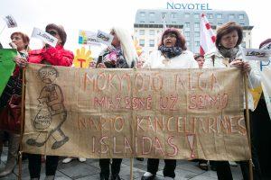 Didesnių algų nesulaukiantys mokytojai vėl rengs protestus