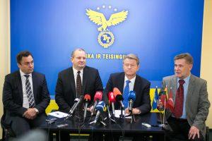 K. Komskis ir V. Vasiliauskas stos prieš teismą dėl piketo prie prokuroro namų