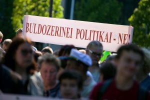 Daugiau nei pusė lietuvių nepatenkinti tuo, kaip šalyje veikia demokratija
