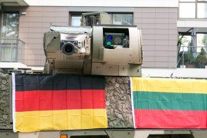 """Kariuomenė tikisi vokiečių paramos apmokant karius naudotis """"Boxer"""""""