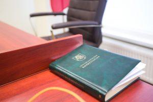 Melagingai apie girtą teisėją pranešusiam advokatui – tūkstantinė bauda