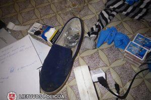Policijos užklupta romė narkotikus supylė į fekalijas