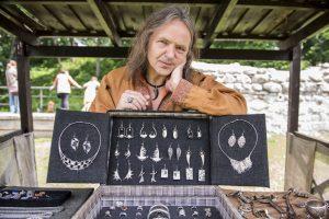 Trakų pilyje – K. Barišausko juvelyrikos paroda