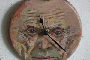 Menininkas M. Skudutis pristato ištapytų laikrodžių kolekciją