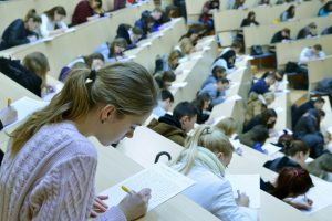 """Prieš brandos egzaminų naujovę – """"repeticija"""" sostinės vienuoliktokams"""