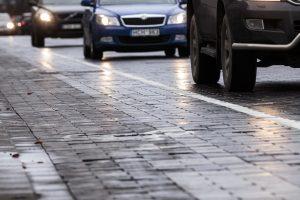 Kelininkai įspėja: naktį eismo sąlygas sunkins plikledis