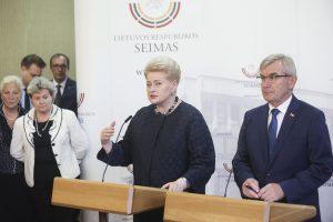 Prezidentė Seimui linki baigti mėtytis purvais