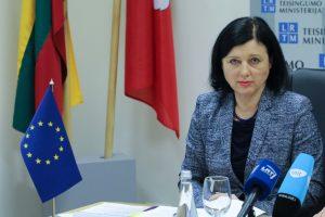 Eurokomisarė įspėja dėl galimo Rusijos kišimosi į EP rinkimus