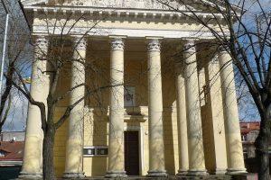 Evangelikų reformatų bažnyčios laiptais virtę antkapiai bus iškelti