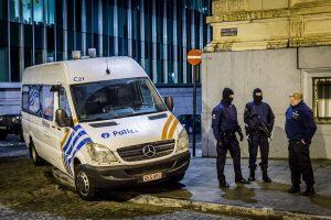Briuselyje policija suėmė 15 įkaitų prekybos centre laikiusį užpuoliką