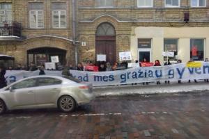 Prie ministerijos – protestas prieš vandališką senamiesčio darkymą