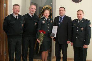Apdovanota Vilniuje savižudį išgelbėjusi pasienietė