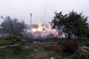 Vilniaus rajone ugnis niokojo pastatus, ant vyro užgriuvo siena