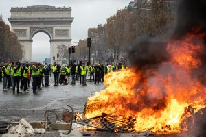 Prancūzija uždraus dalyvavimą nesankcionuotuose protestuose