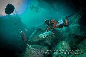 Lenkų tyrinėtojas tikina atradęs giliausią vandeniu užlietą urvą