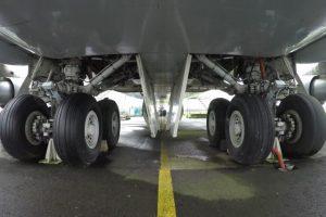 Kodėl lėktuvų padangos beveik niekada nesprogsta?