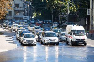 Plaunant Parodos kalną susidarė automobilių spūstis