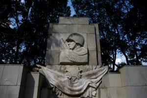 Lenkija seka Lietuva: siekia atsikratyti sovietinių paminklų