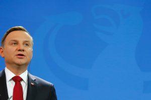 Lenkija nubalsavo už įstatymą, nutrauksiantį konstitucinio teismo paralyžių