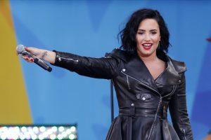 Dainininkė D. Lovato po išsiskyrimo su W. Valderrama – euforijoje