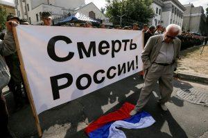 Kijeve protestuotojai blokavo rinkėjų laukiančią Rusijos ambasadą