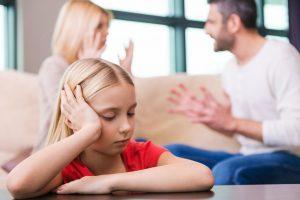 Kas geriau po skyrybų pasirūpintų vaiku – bedarbė mama ar turtingas tėtis?