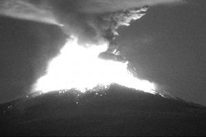 Ugnikalnis vėl barsto pelenais Meksikos sostinę