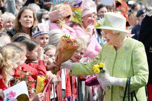 """90-ies sulaukusiai karalienei Elžbietai II skambėjo """"Laimingo gimtadienio"""""""