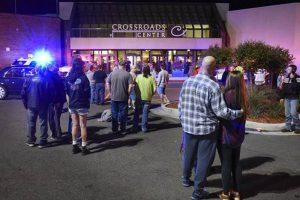 Alacho šaukęsis ir JAV prekybos centro lankytojus badęs vyras – nušautas