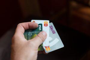 Tyrimas: gyventojai nežino, kiek moka už bankines paslaugas