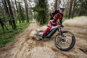 Lietuviai sukūrė kalnų dviračio ir motociklo hibridą bekelei