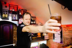R. Šapauskas pretenduoja į galantiškiausio barmeno titulą