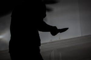Vilniaus centre peiliu į krūtinę sužalotas vyras, kitam durta į kaklą