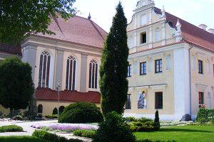Pleneras Kauno kunigų seminarijoje: dailininkai fiksuoja 150 pavasarį