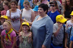 Ministrė A. Pitrėnienė apdovanojo bendruomeniškiausias mokyklas