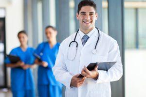 Prievolė atidirbti gydytojų trūkumo regionuose neišspręs?
