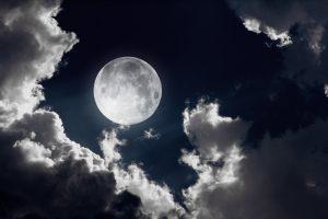 Kaip mus veikia supermėnulis, pilnatis ir kiti gamtos reiškiniai?