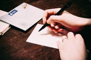 Popierinių laiškų rašymas tapo retu hobiu