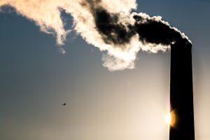 Artėjant šildymo sezonui grėsmingai pučiasi biokuro kaina