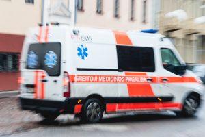 Vilniuje susidūrus dviem automobiliams, nukentėjo moteris