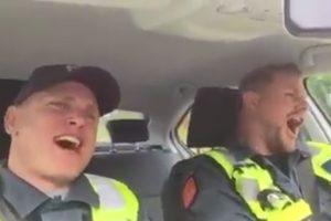 Jonams – uostamiesčio policininkų daina