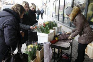 Gėlių pardavėjams teks papurtyti pinigines