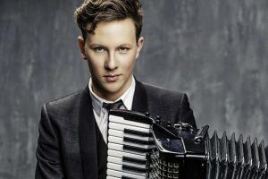 Simfoninės ir akordeono muzikos kelionė su M. Levickiu