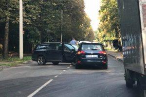 Prie Ąžuolyno parko Kaune – spūstys dėl avarijos