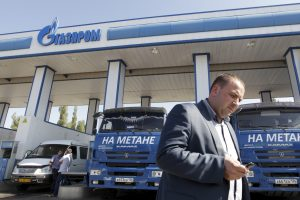 """""""Gazprom"""" pradėjus naudoti dujomis varomus automobilius, iš jo išsilakstė vairuotojai"""