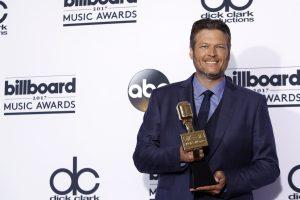 Seksualiausiu vyru išrinko dainininką Blake'ą Sheltoną